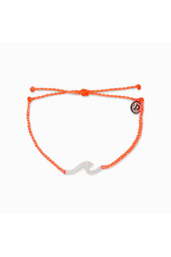 Pura Vida Hammered Wave Charm in Strawberry