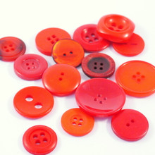 Radiant Reds- Colour Collection Buttons 50g
