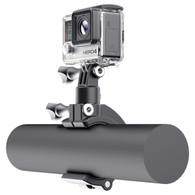 Utiliza el SOPORTE BARRA DE RODILLO SP Gadgets para conectar su cámara a barras y rieles de tu automóvil, bicicleta, moto o bote.   Este soporte se sujetará a cualquier barra o tubo con diámetros de 35 a 55 mm (1,4 a 2,2 pulgadas) y te permitirá alcanzar nuevos ángulos para tus tomas.   La cabeza giratoria de 360 ° te permitirá obtener la toma perfecta.  Loc: Tienda.