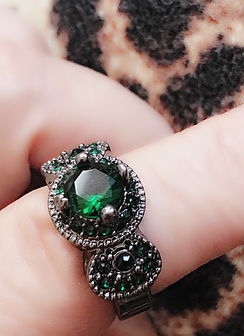 Emerald green gorgeously embellished and prong set gemstone ring. Highest quality for the lowest price! You will never go wrong with our beautiful rings from POMP!
