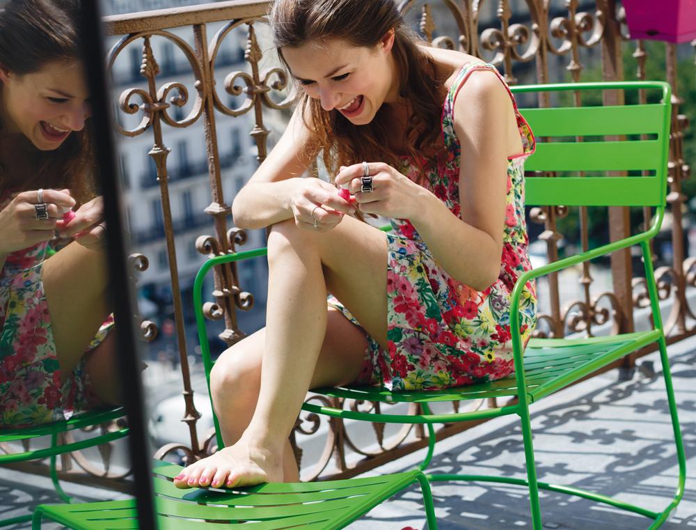 surprising-fauteuil-bas-vert-prairie-album-2013.jpg