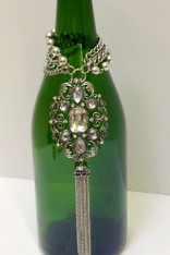 Vintage Medallion Wine Bottle Charm