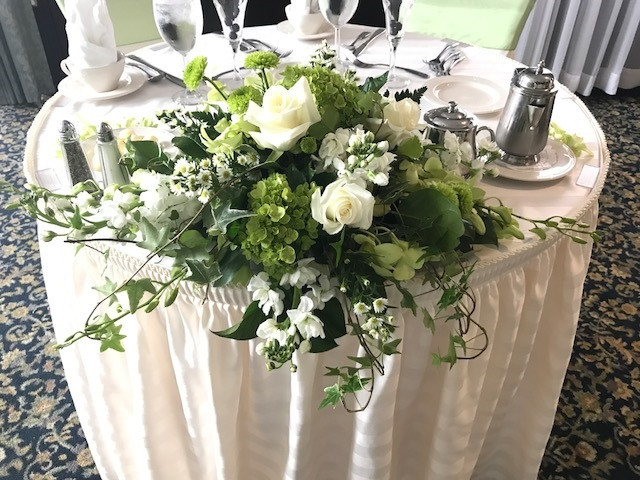 White And Green Sweetheart Table Centerpiece Fortin Gage Florist