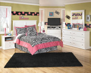 Bostwick Shoals White Dresser, Mirror, Full Panel Headboard & 2 Nightstands