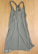 Pre-owned Trouve Green Women's Size Medium Twist Back Satin Shift Dress