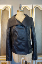 fe4a4cf7 Pre- Loved Women's - Pre- Loved Jackets - Page 1 - Girls Best Threads