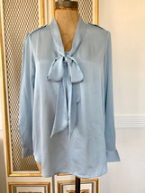 Pre-owned Banana Republic Pullover Tie Neck Blouse (S)
