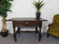 A GOOD SIZED ANTIQUE COUNTRY OAK TABLE