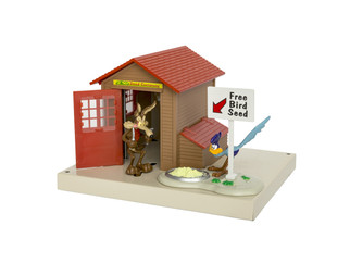 6-84769 O Scale Lionel Plug-Expand-Play Wile E. Coyote & Roadrunner Ambush Shack