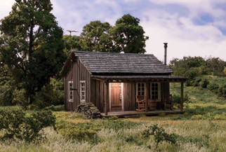 BR5869 O Scale Woodland Scenics Rustic Cabin Built Up