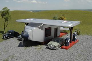 35251 N Scale Bachmann Airplane Gas Station