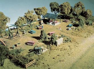 S132 Woodland Scenics Co HO Complete Scene Kits (Unpainted Metal Castings & Scenery Materials) Memorial Park