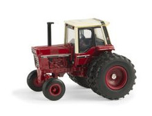 1:64 IH 1086 with cab and duals, National Farm Toy Museum Edition