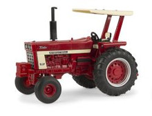 1:32 IH 1066  Tractor with ROPS and Fenders