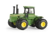 1:64 John Deere 8630 4WD Tractor with duals