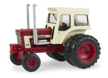 1:32 IH 1468 tractor with deluxe cab and Dual Rear Wheels