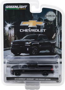 1:64 2018 Chevrolet Silverado 1500 Z71 Crew Cab Midnight Edition (Hobby Exclusive)