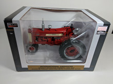 1:16 International 450 Tractor with Narrow Front by Spec Cast