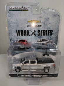 1:64 2018 Chevrolet Silverado 3500HD 4X4 Dually PKUP in Silver Ice Metallic