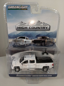 1:64 2018 Chevrolet Silverado 3500HD High Country Special Edition 4X4 Dually PKUP in Summit White
