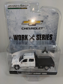 1:64 2018 Chevrolet Silverado 3500HD Dually 4x4 PKUP in Summit White with Flat Bed