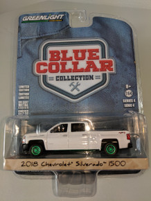 1:64 Blue Collar Collection Series 4 - 2018 Chevrolet Silverado 1500 Green Machine