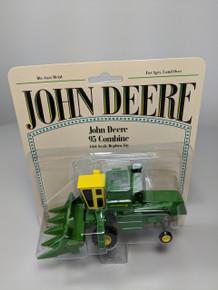 1:64 John Deere 95 Combine with Yellow Cab & 4 Row Corn Head