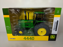 1:16 John Deere 4440 WF Diesel Tractor with Duals, Prestige Collection