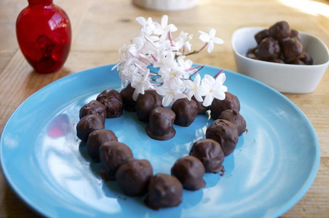 how to make chocolate ganache coconut balls