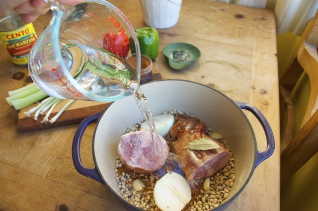 pour water in dutch oven with ham hock and black eyed peas
