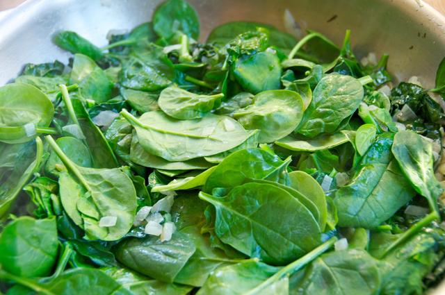 saute spinach in pan