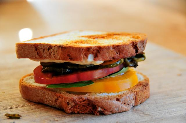 how to make roasted zucchini and tomato gluten free sandwich