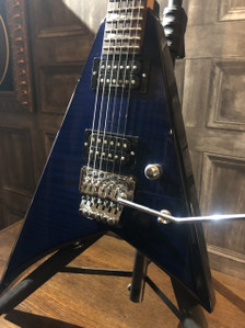 Preowned Jackson Rhoads RX10D in fantastic used condition. Veneer flame top in blue burst, licenced Floyd Rose tremolo, 2 x Duncan Designed pickups just restrung and setup so plays and sounds fantastic!  One or 2 tiny marks, one on the tip of the longest horn whih has been touched up so is pretty much invisisible now and a few swirls from being played but nothing to overly detract. As with all used instruments the photogrpahs provided form part of the description so please study them carefully.