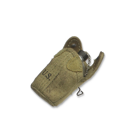 "DiD - WWII 77th Inf' Division Combat Medic ""Dixon"" : M42 Canteen w/Weathered Pouch (A80126L-37)"