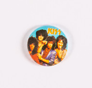 KISS Button - Animalize teal background