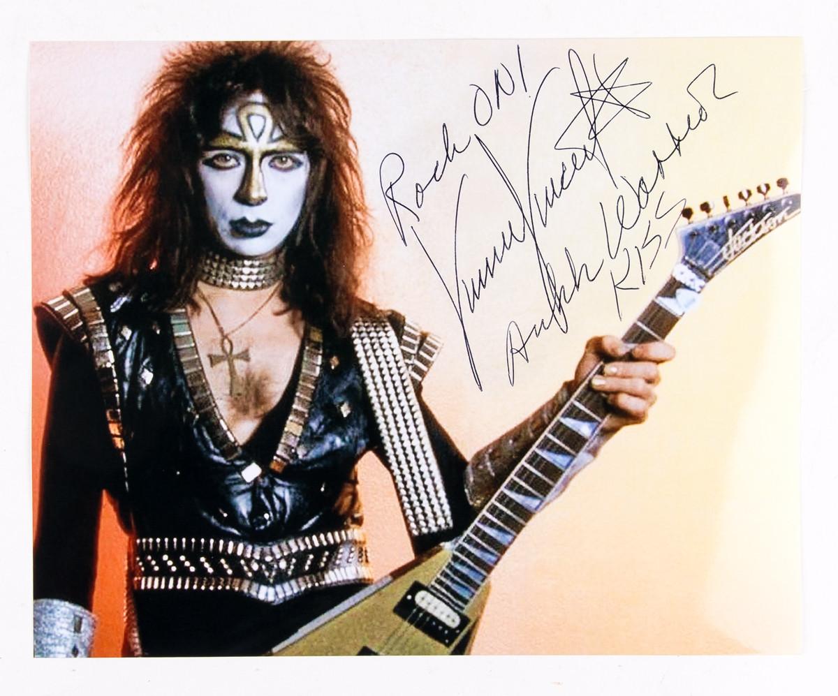 Vinnie Vincent Autograph 8 X 10 Signed Photo Black