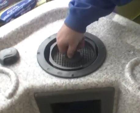 Change hot tub filter