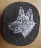 om066 - NVA Army and Grenztruppen border guards dog handler qualification sleeve patch