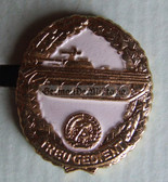 om961 - 7 - NVA LaSK Land Army Reservist badge in box