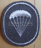 om095 - NVA Army Paratrooper Fallschirmjäger qualification sleeve patch - for Fähnrich ranks only with white border