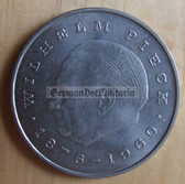om272 - 4 - East German 20 Marks issued coin - c1972 Wilhelm Pieck