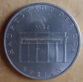 om281 - 9 - East German 5 Marks issued coin - c1971 City of Berlin - Brandenburg Gate