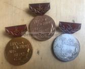 om090 - HERVORRAGENDER AUSBILDER DER GST - complete medal set