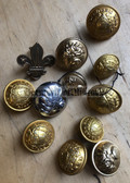 om712 - collection of French uniform buttons