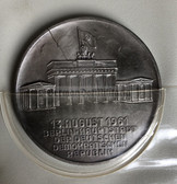 oo056 - NVA Grenztruppen Berlin presentation table medal set - Brandenburg Gate - Berlin Wall