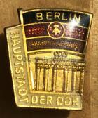 om610 - 3 - Berlin badge with Brandenburg Gate