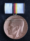 om250 - c1960's Theodor Neubauer medal old type with metallic edges in nice old case