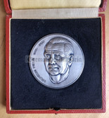 oo419 - Wilhelm Pieck 1st President of the DDR cased table medal