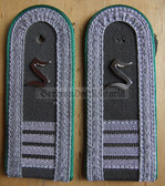 sbgt018 - OFFIZIERSSCHUELER YEAR 4 DER GT - Grenztruppen - Border Guards - pair of shoulder boards