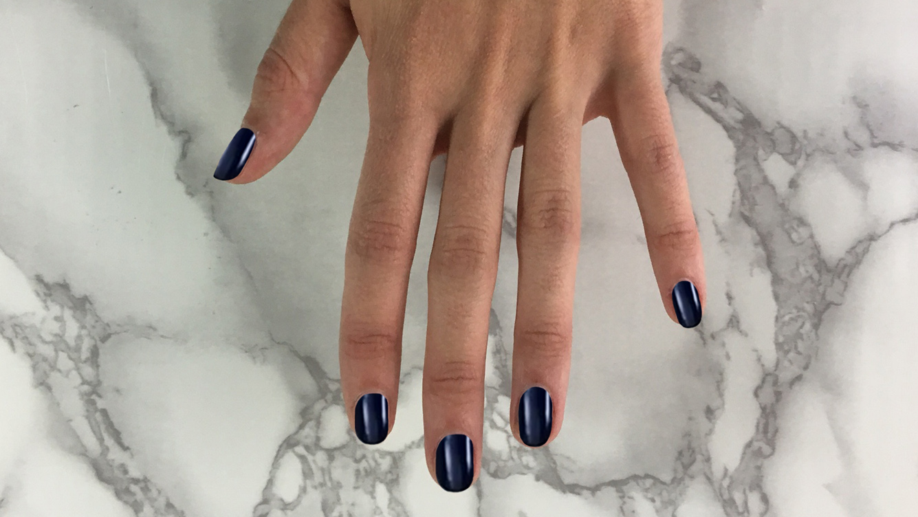 diy stripe manicure